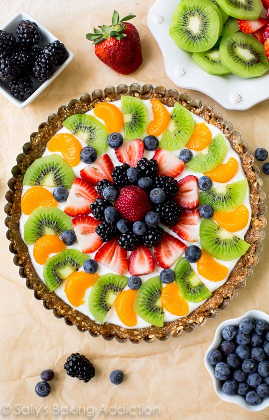 Deliciously Healthy Greek Yogurt Fruit Tart! Easy and healthy dessert to make that you won't regret!!