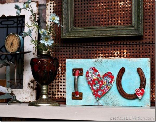 Horseshoe I LOVE You sign! Darling DIY Valentine Decor!
