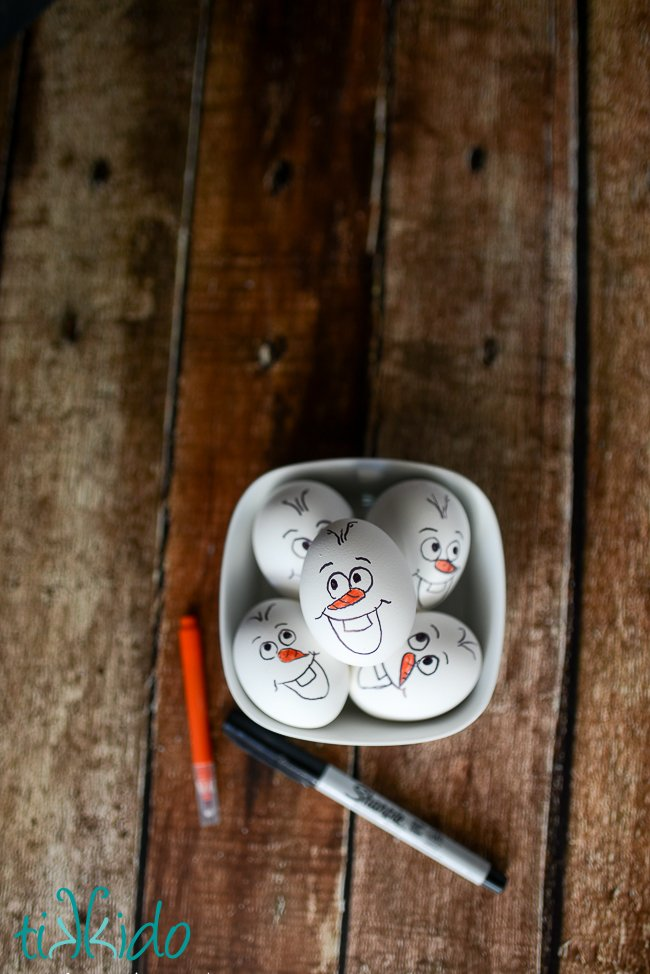 Frozen Olaf Easter Eggs! 20+ Creative Ways to Paint Easter Eggs on decigndazzle.com!