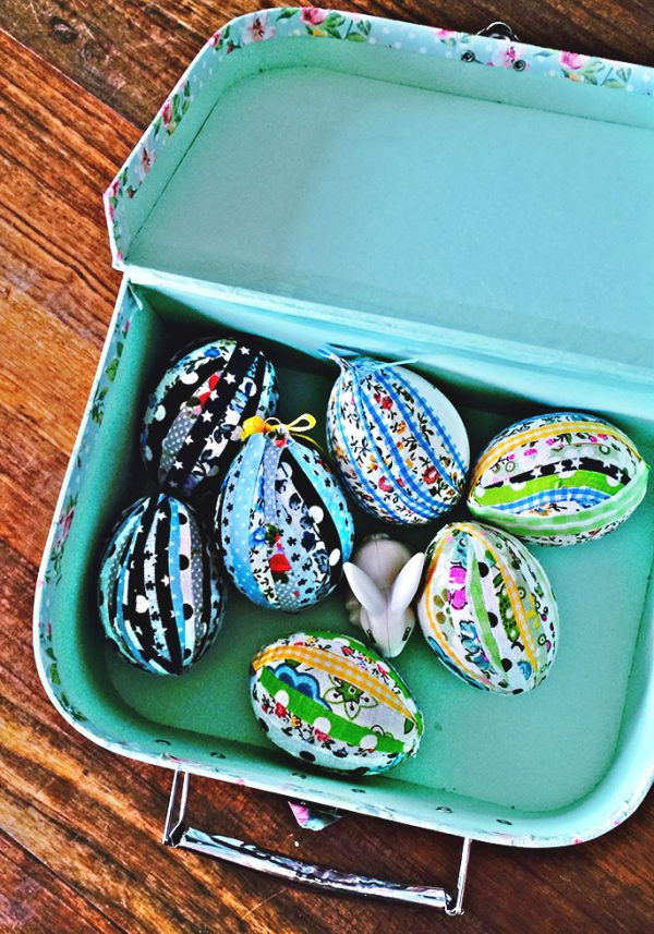 No-sew Patchwork Easter Eggs! 20+ Creative Ways to Paint Easter Eggs on decigndazzle.com!