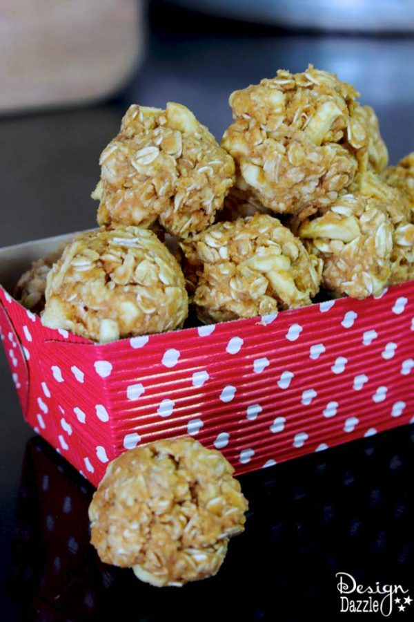 Healthy Snacks: Peanut Butter Energy Ball to keep you going during those afternoon slumps! Perfect Healthy Snack Idea.