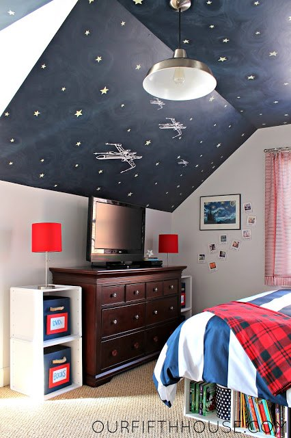 Creative ceiling idea for a Star Wars Kid's Room.