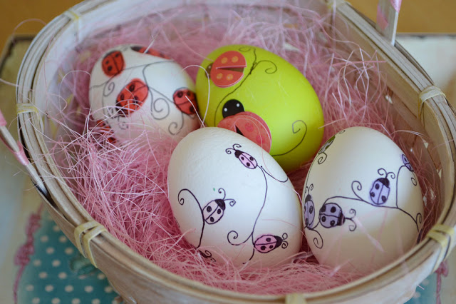 Easter Traditions to start with your family this year! Darling fingerprints turned into cute little designs! www.DesignDazzle.com
