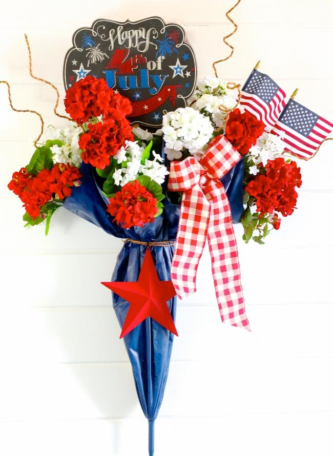 Umbrella 4th of July Door Decor: I took an old umbrella and re-purposed it into a fun and festive Umbrella 4th of July Door Decor that makes a great welcome door hanger. | Design Dazzle