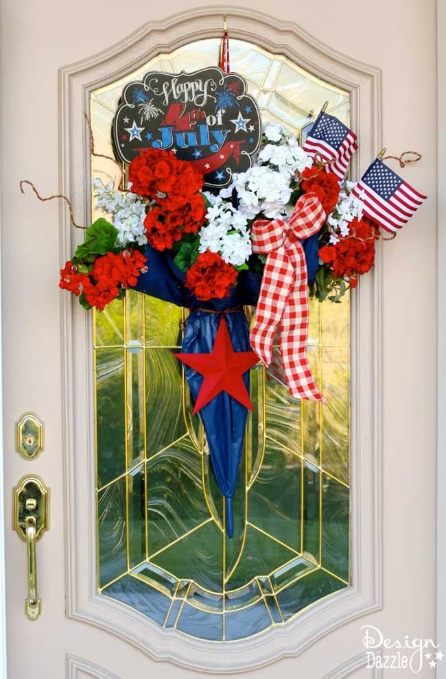 I took an old umbrella and re-purposed it into a fun and festive Umbrella 4th of July Door Decor that makes a great welcome door hanger. | Design Dazzle
