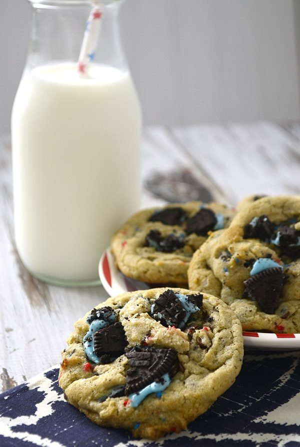 red whit & blue cookies and cream cookies 1
