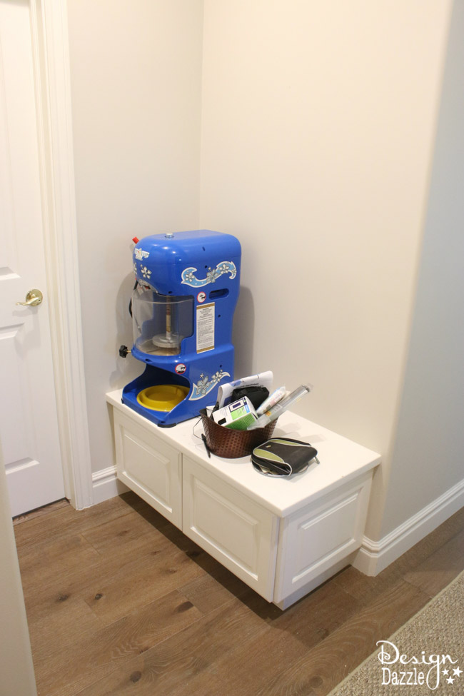 DIY Mini Mudroom Nook. Step-by-step instructions on how to create a nook in your home.   Design Dazzle