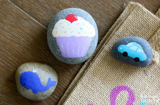 Kids will enjoy creating, making and playing with Story Stones. Keep them thinking and being creative with these super adorable story stones! The kids can tell fun tales with them | Design Dazzle