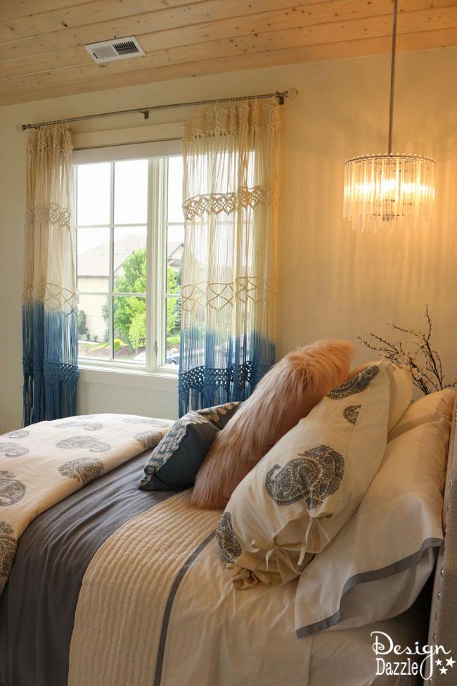 Such a darling bohemian bedroom! | Design Dazzle