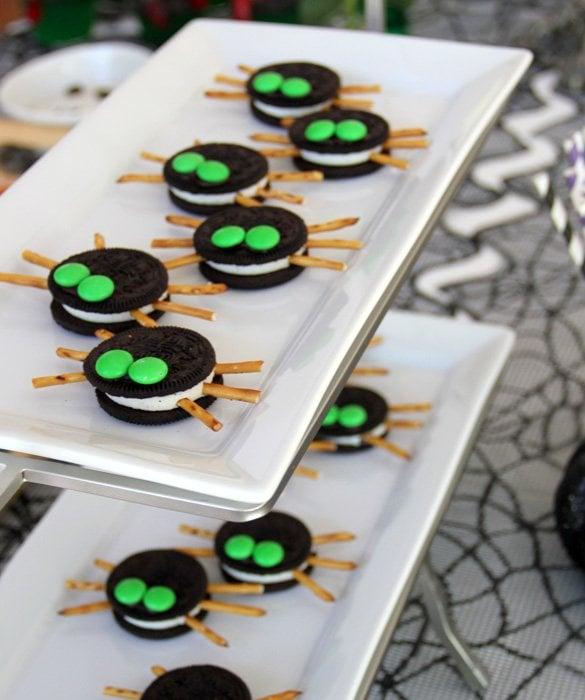 Delicious No Bake Halloween Treats Ready in 10 Minutes or Less | homemade halloween treats | easy halloween treats | kid-friendly halloween treats | simple halloween ideas | halloween ideas simple | no-bake halloween treats | halloween ideas and tips || Design Dazzle