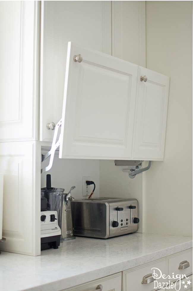 I have round up my 9 favorite ways to keep your kitchen clean and organized, regardless of how many extra lids, or containers of cereal you might have. | Design Dazzle