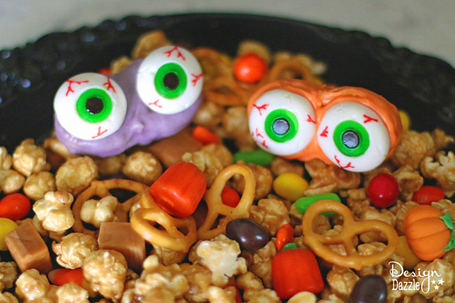 Easy peasy Halloween treat kids will love to make | monster mash halloween treat | halloween snack recipes | halloween treat recipes | how to make monster mash | kid friendly halloween recipes | halloween recipe ideas || Design Dazzle