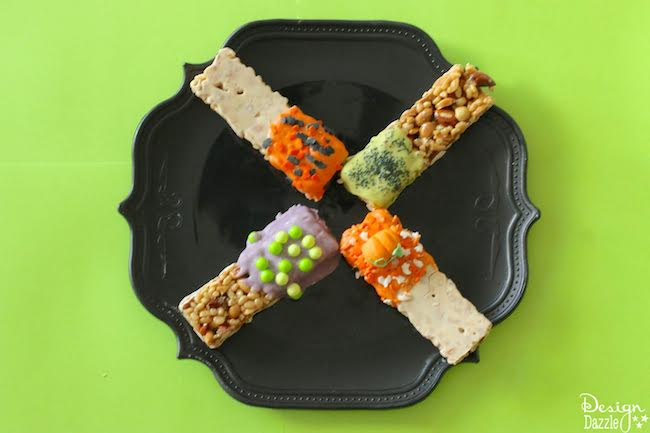5 minute Halloween treats that are perfect if your kids need a break from sugar or you need a healthy snack for class parties! | healthy halloween treat ideas | halloween candy alternatives | healthy halloween ideas | kid-friendly halloween treats | healthy kids halloween treats | halloween tips and tricks || Design Dazzle