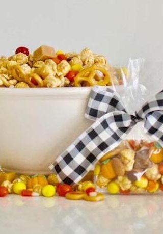9 Fantastic Fall Themed Neighbor Gifts