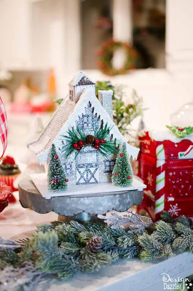 Christmas Home Tour 2016 - The Kitchen! | Christmas home decor | Christmas home decor tour | decorating tips for Christmas | Christmas decor ideas | Christmas decorating tips || Design Dazzle #christmasdecor