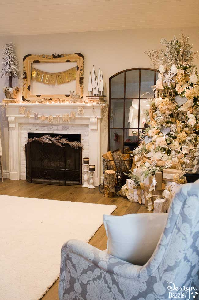 Christmas Home Tour - Living Room Tour | Christmas home decor | Christmas home decor tour | decorating tips for Christmas | Christmas decor ideas | Christmas decorating tips || Design Dazzle #christmasdecor