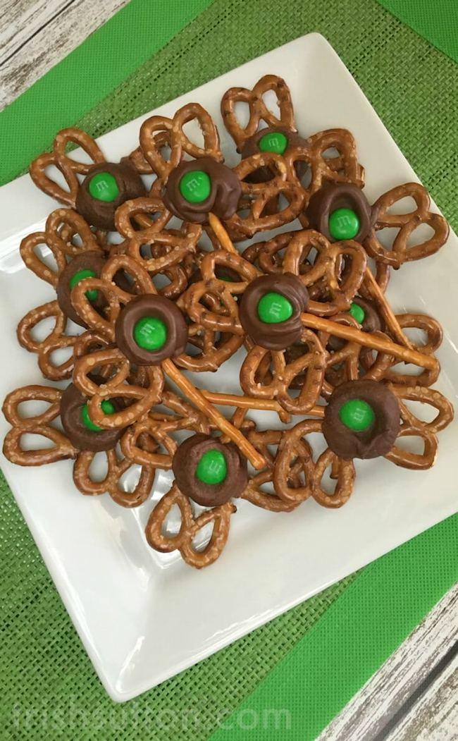 These 15 treats are not only simple but they are fun, easy to involve the kids, and look absolutely DELICIOUS to eat! Your kids will love them!   Design Dazzle