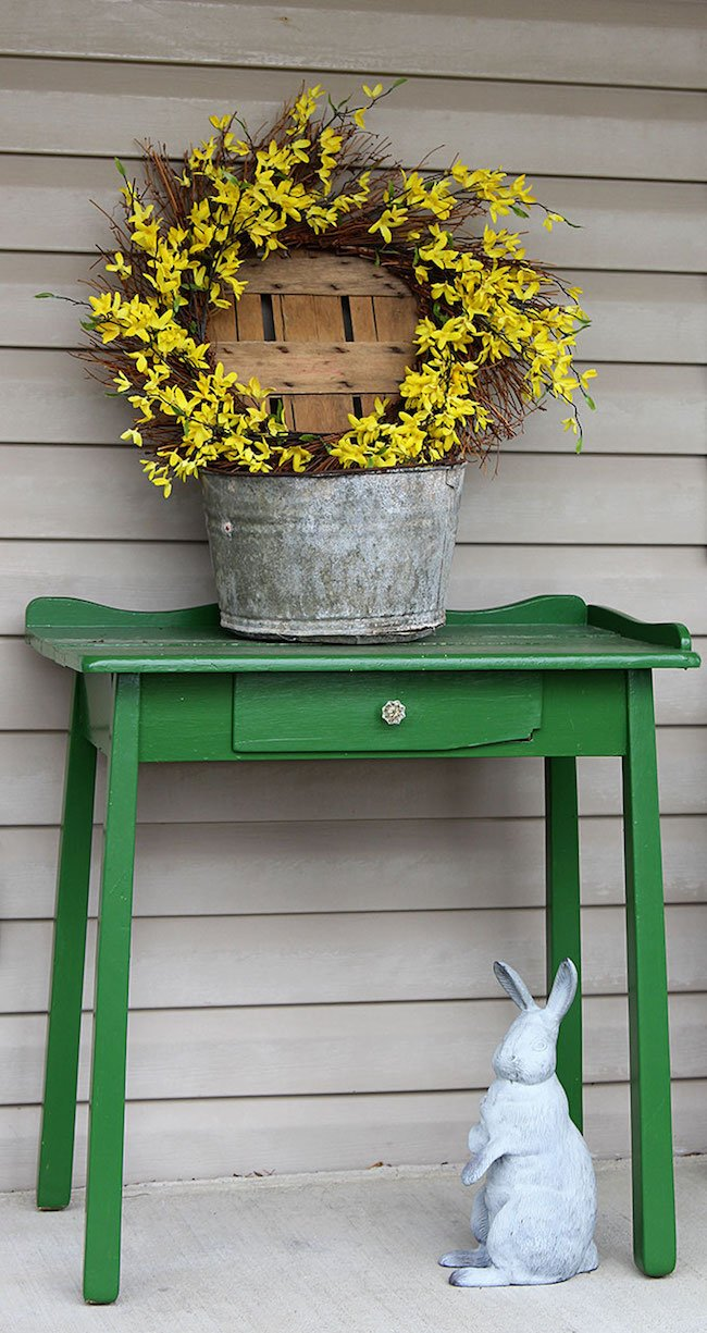 All 15 of these spectacular Springtime front porch ideas are creative, and versatile! There is a decorating idea here for all different tastes and styles. | Design Dazzle
