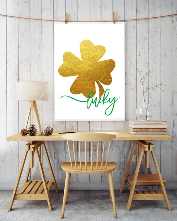Whether you need cute St. Patty's Day decor or a handout to go with a classroom or neighbor treat, these completely FREE printables are the ones for you! | Design Dazzle