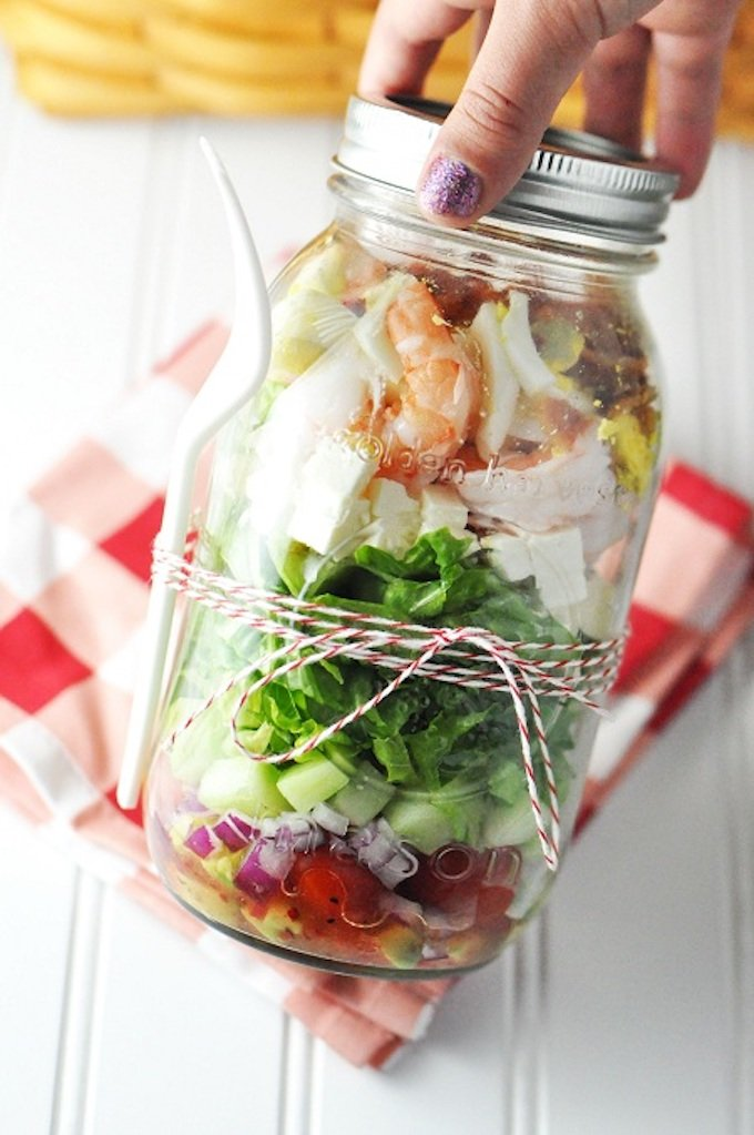 I'm here to tell you that salads are in fact extremely easy to eat on the go or make ahead of time and store in the fridge! The magic ingredient? Mason jars! | Design Dazzle