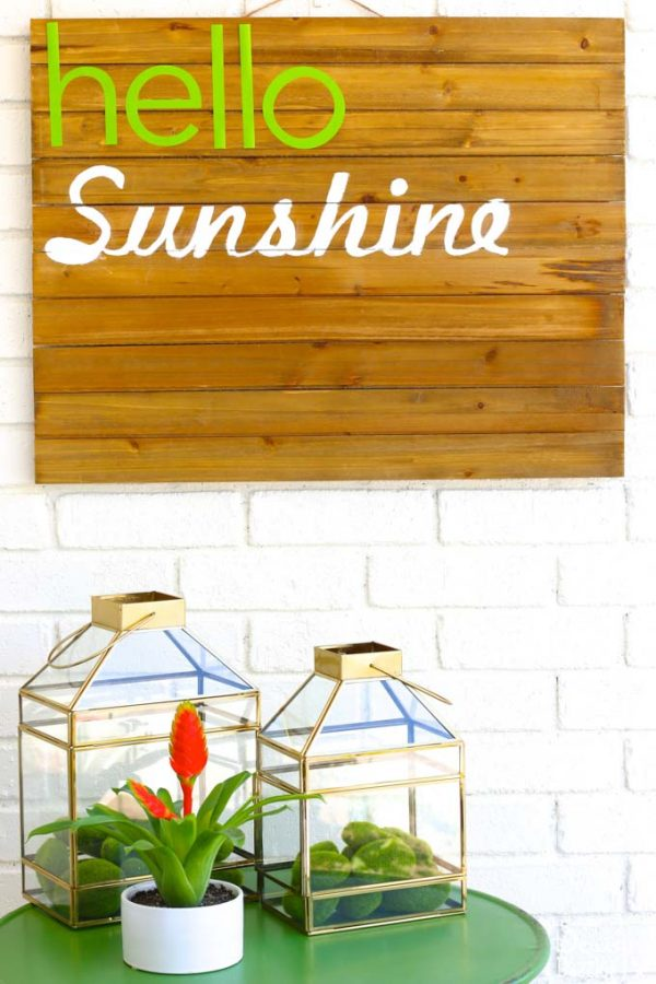 Summer sunshine decor is bound to put a smile one everyone's face! See how I made my fun, simple, and inviting summer porch entryway! | Design Dazzle