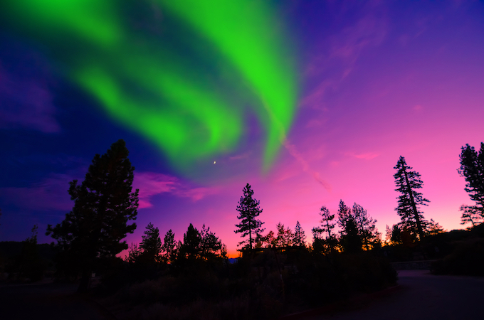 Is seeing the epic Northern Lights on your bucket list? This post will tell you where to go to see the Northern Lights and give you my best tips and tricks! | northern lights tips and tricks | ways to see the northern lights | where to see the northern lights | northern lights travel tips | best places to see the northern lights || Design Dazzle