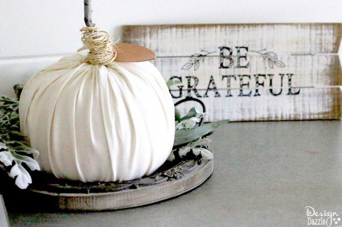 Easy peasy is the name of the game with this no sew pumpkin. This is so simple that even kids would enjoy making these pumpkins with you! | DIY pumpkin tutorial | fall inspired DIY ideas | pumpkin DIY | no sew pumpkin tutorial | how to make a no sew pumpkin | simple fall DIY decor | fall home decor ideas | decorating for fall || Design Dazzle