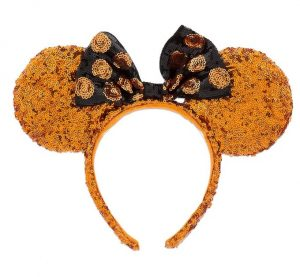 This post has 30+ amazing Disney Themed Halloween Amazon finds to brighten up your home decor, apparel, or even your nails!| Design Dazzle