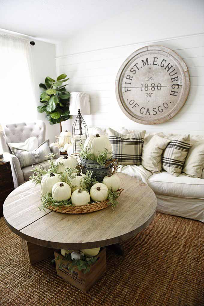 I have rounded up 16 of my favorite ways to decorate for fall so your home can be perfectly plaid and ready for the season! | plaid decor for fall | fall plaid decor | home decor for fall | plaid home decor ideas | decorating with plaid | plaid decorating tips for fall | fall home decorating tips || Design Dazzle