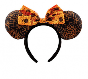 This post has 30+ amazing Disney Themed Halloween Amazon finds to brighten up your home decor, apparel, or even your nails! | Design Dazzle