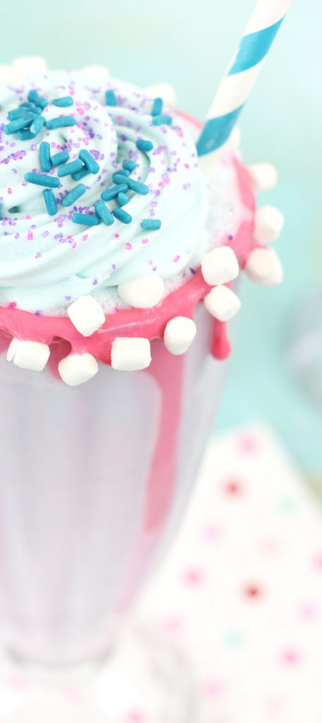 I'm not sure you can get much more magical than unicorn treats! Here are 11 delicious and fantastic unicorn treats that will bring magic to every bite! | Design Dazzle
