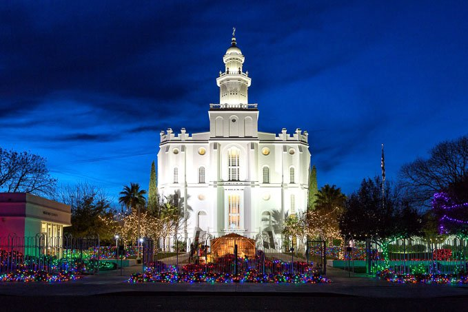 Here are 20 of the most magically-awesome events to do in Southern Utah during the Holiday season! Your family will love all of these events!   Design Dazzle