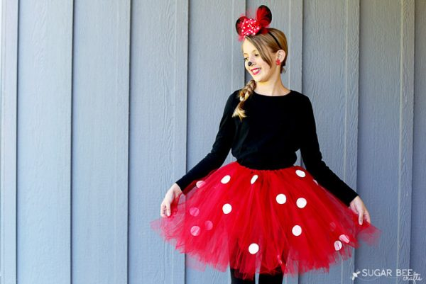 This post has 21 Mickey and Minnie costumes for women, men, children, and babies alike! I'm sure you'll find something that fits your needs! | Design Dazzle