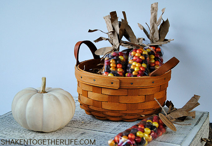 These 17 edible Thanksgiving crafts for kids are the perfect way to keep your kiddos entertained during all of the Thanksgiving festivities!| Design Dazzle