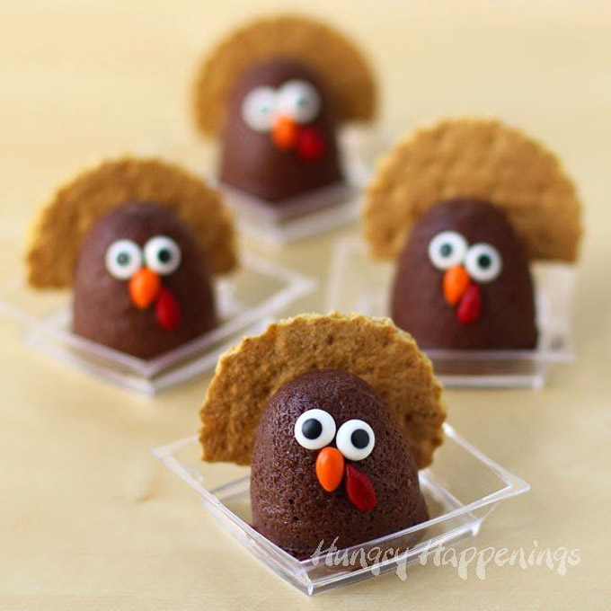 These 17 edible Thanksgiving crafts for kids are the perfect way to keep your kiddos entertained during all of the Thanksgiving festivities! | Design Dazzle