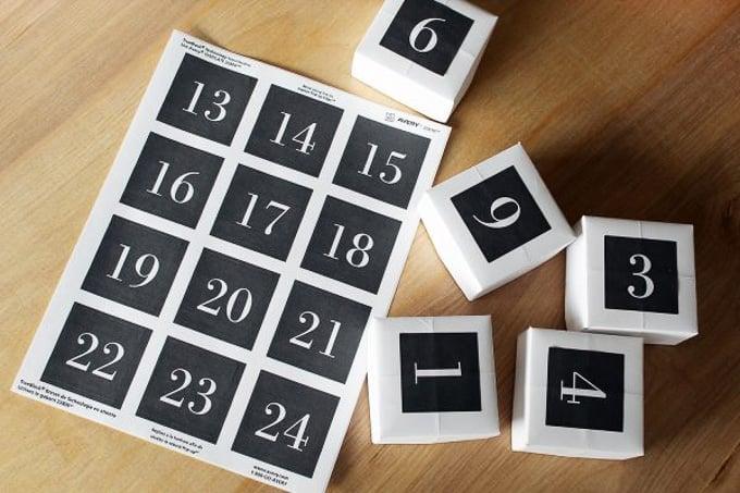 Print this FREE DIY Christmas Advent Calendar Countdown | DIY Giant Christmas Advent Calendar | advent calendar ideas | diy advent calendar | unique advent calendar ideas | advent calendar ideas for kids || Design Dazzle #adventcalendar #diyadventcalendar #easyadventcalendar