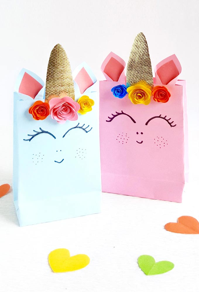 We are sharing simple step by step instructions for these adorable Unicorn Gift Bags plus a free pattern!   Design Dazzle