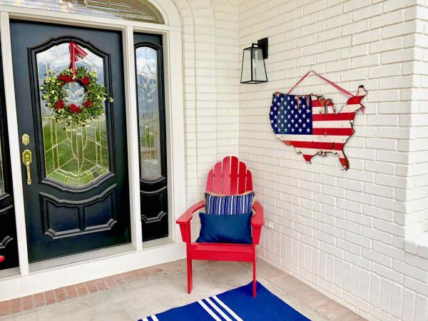 Fourth of July front porch by Design Dazzle | #fourthofjulyfrontporch #fourthofJuly #4thofJulyporch #4thofJulydecor #4thofJulypatio #summerporch #fourthofjulydecor #fourthofjuly #frontporchdecor #frontporchdecorations