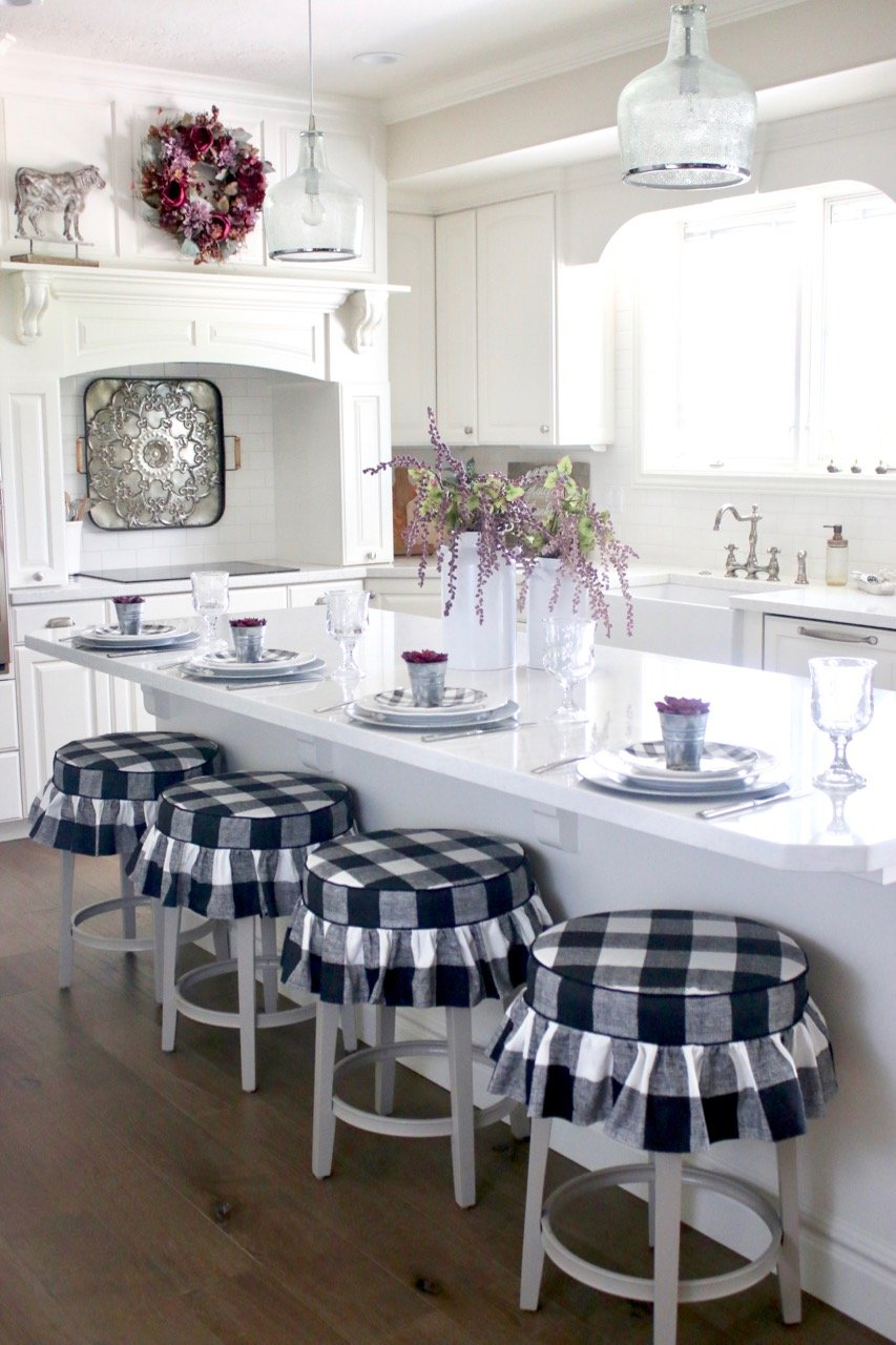Dreamy farmhouse kitchen decor ideas! Buffalo plaid stools are beyond adorable and perfect for my kitchen remodel. #farmhousekitchen #farmhousekitchenstyle || Design Dazzle