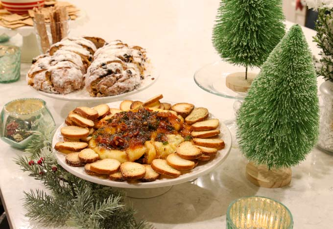 Delicious appetizer recipe using Brie and Jam! Yummy!! Seasonal party food ideas for Christmas or anytime party!