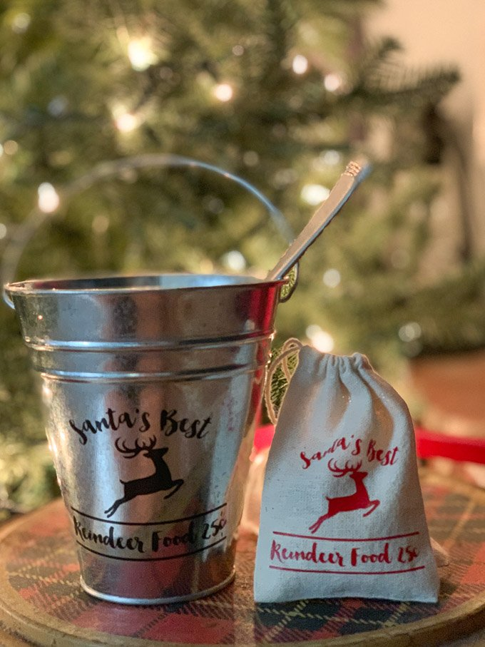 One of my favorite, adorable Christmas DIY ideas that your kids will love is Santa's Reindeer Food. It's simple, farmhouse, and aboslutely adorable!