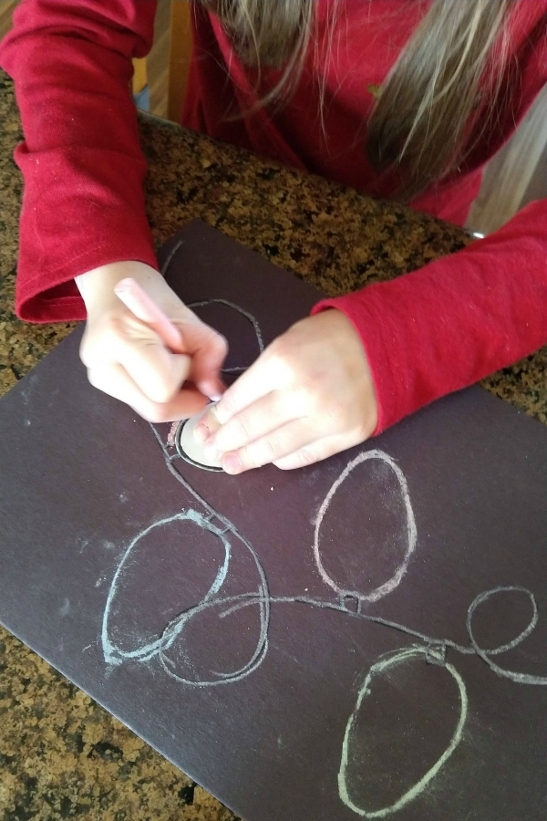 Christmas light chalk art is a fun and easy craft to do during the holidays. Great for kids of all ages!