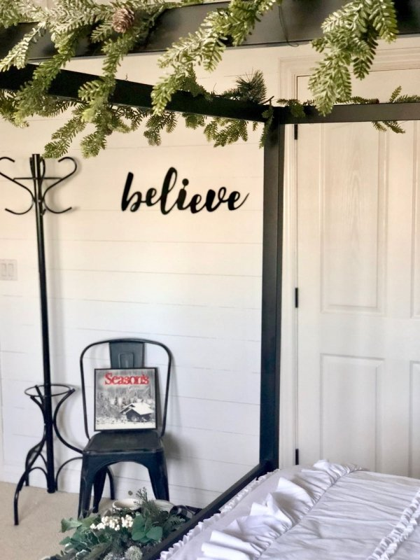 Decorating my guest bedroom for Christmas | Design Dazzle