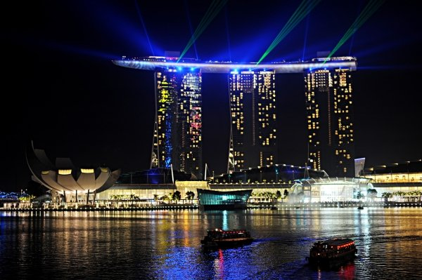 The Marina Bay Sands luxury hotel is a destination, 5-start hotel! Check out some helpful tips if you're planning to stay there! - Design Dazzle