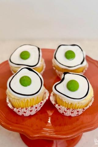 Easy dr seuss green eggs cupcakes 6