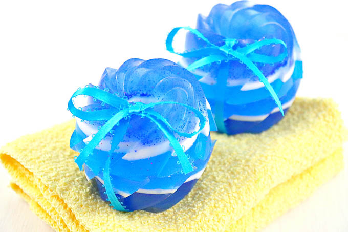 How to Make Jojoba Soap - Jojoba beads are a great way to add exfoliation to soap. Check out this quik and easy DIY jojoba soap! - Design Dazzle