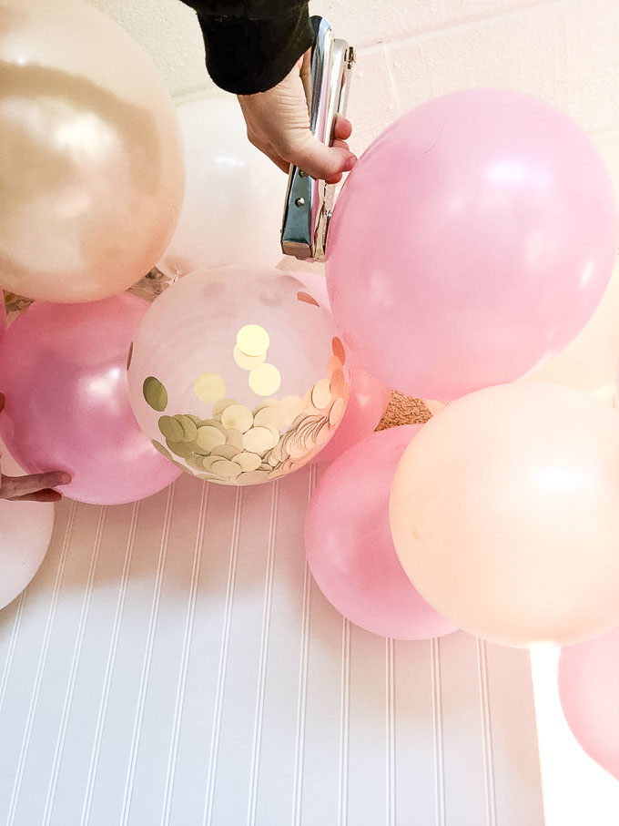 Balloon arch and getting ready 5