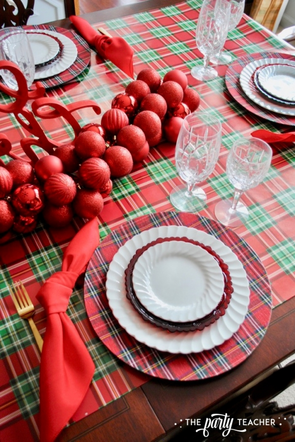 Christmas chairs 4 ways by the party teacher 39