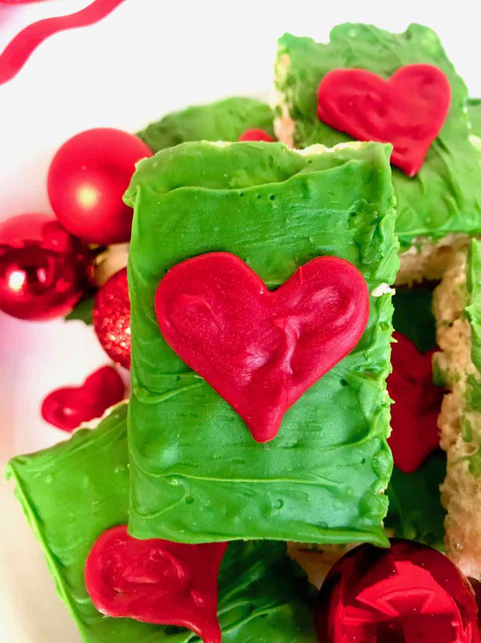 Make these quick and easy Grinch Treats!