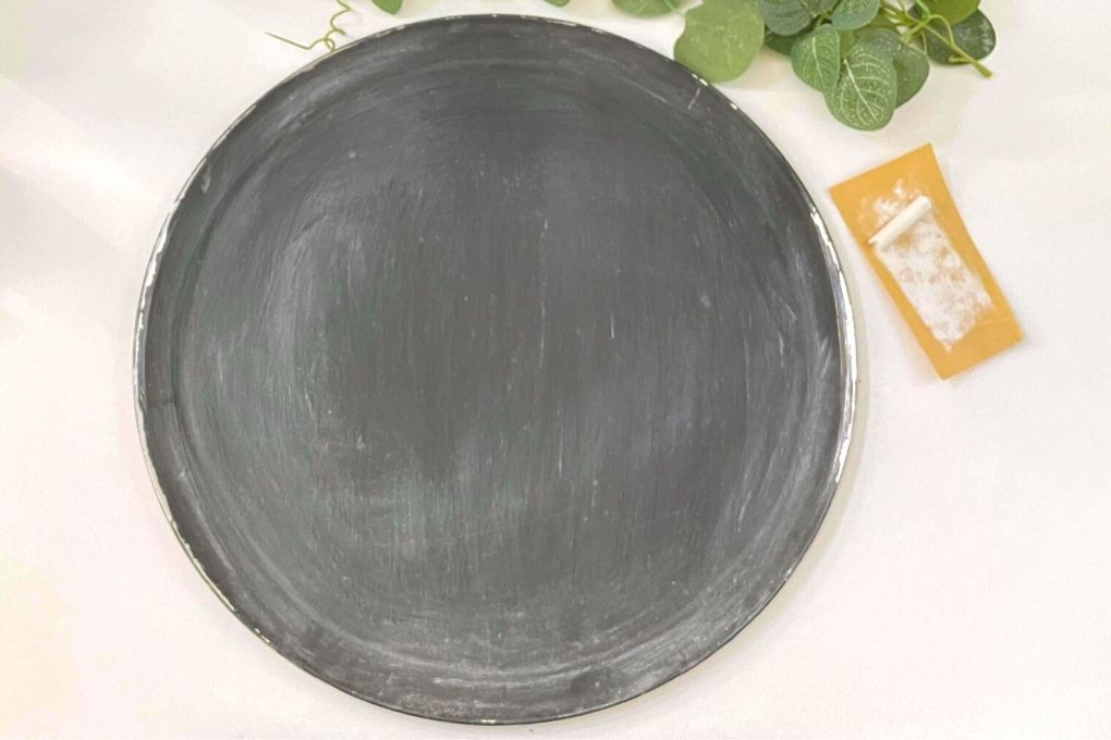 sandpaper and chalkboard paint for a pizza pan wreath